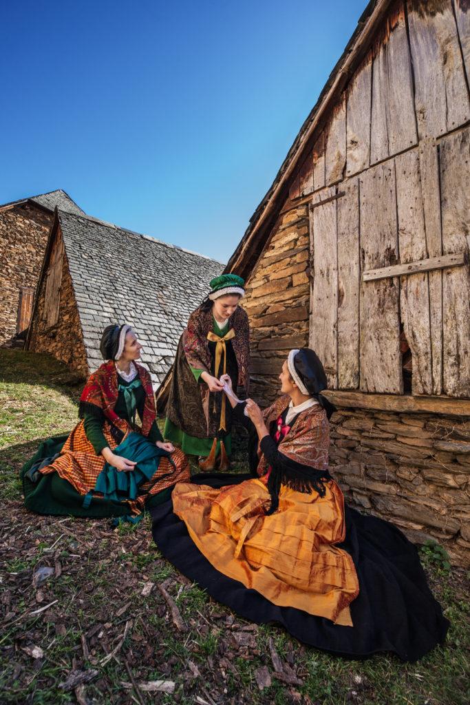 biroussanes en costume de fete